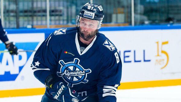 Нападающий хоккейного клуба Адмирал Иван Захарчук