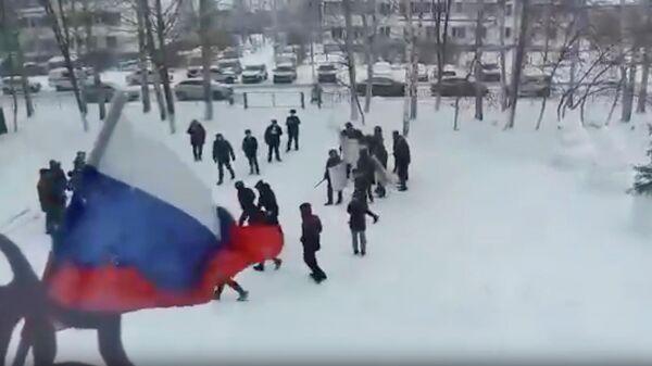 Стоп-кадр видео тактико-строевых занятий на территории Новотроицкой средней школы в Татарстане