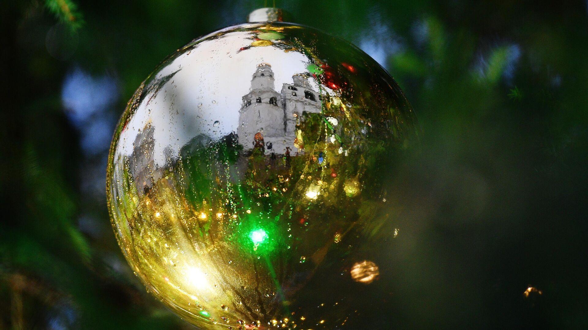 Украшение новогодней елки на Соборной площади Кремля - РИА Новости, 1920, 04.12.2020