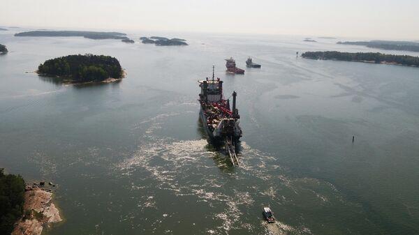 Трубоукладочное судно Lorelay во время укладки газопровода Balticconnector в Финском заливе