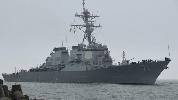 Американский ракетный эсминец USS Ross в порту Одессы
