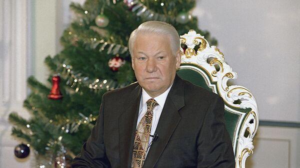 Президент РФ Борис Николаевич Ельцин выступает с традиционным новогодним обращением к гражданам России в канун 1997 года