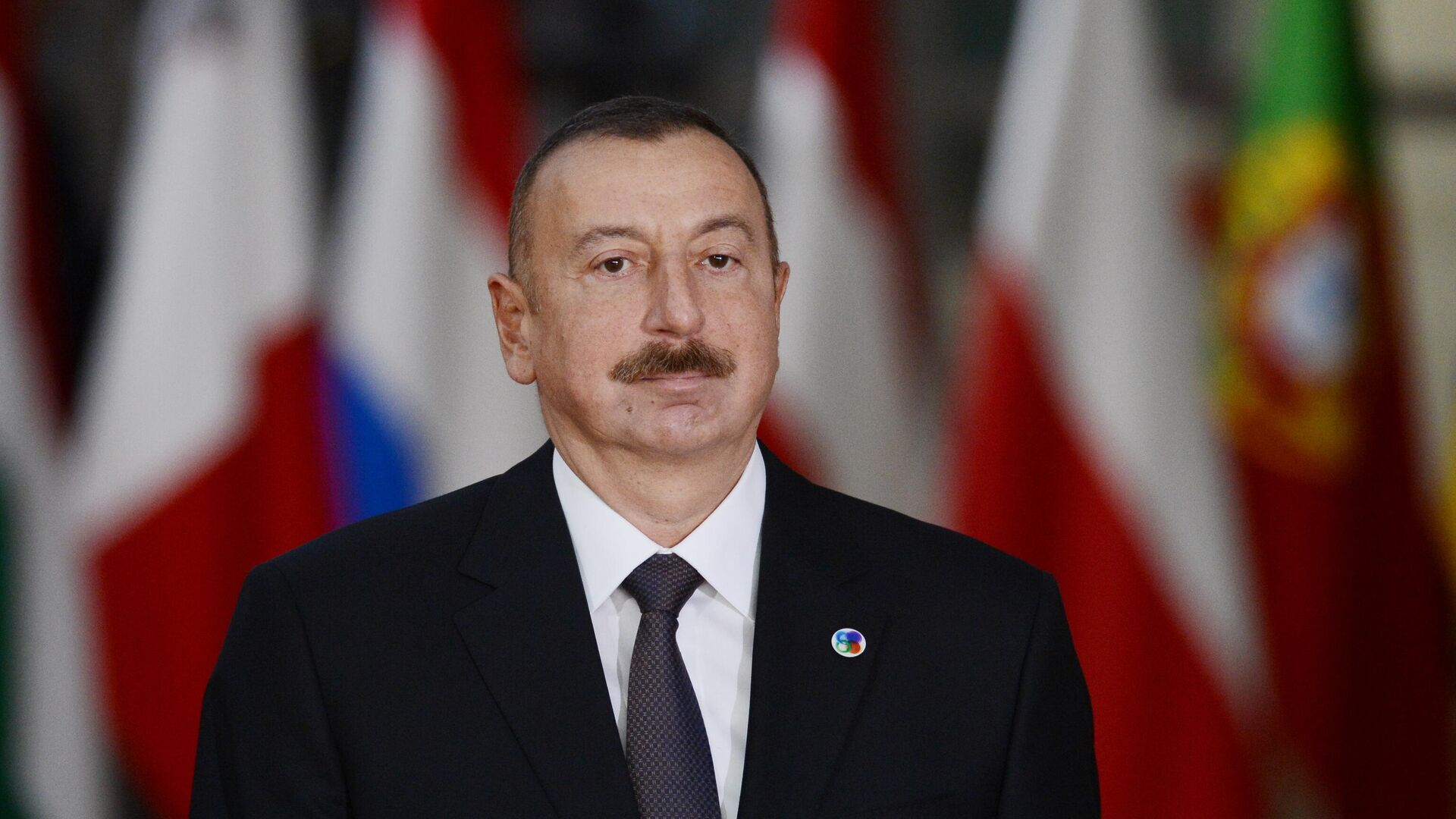 Президент Азербайджана Ильхам Алиев перед началом 5-го Саммита Восточного партнерства в Брюсселе - РИА Новости, 1920, 25.10.2020