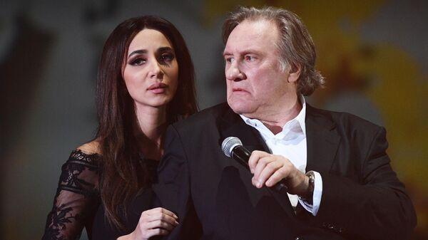 Актер Жерар Депардье и певица Зара во время выступления