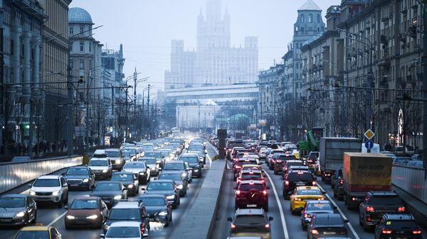 Автомобили на Садовом кольце в Москве