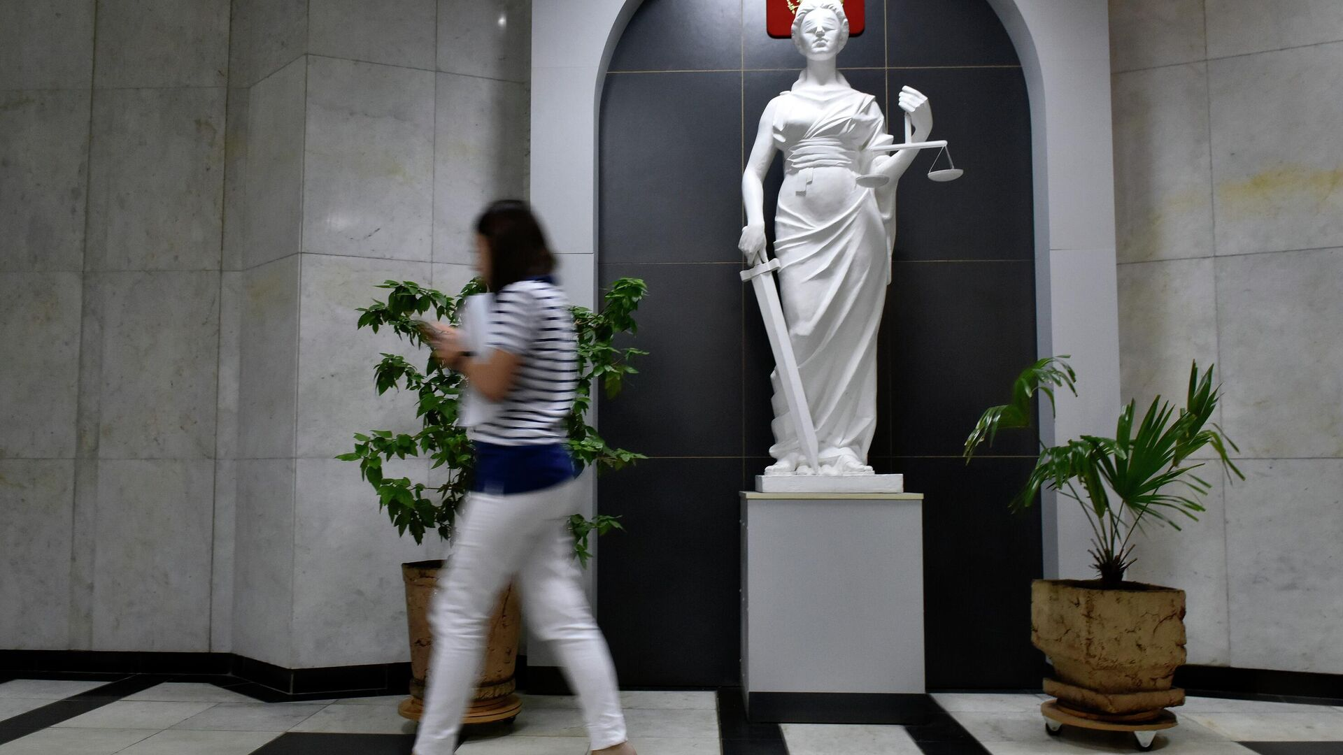 Статуя богини правосудия (Фемида) в здании суда - РИА Новости, 1920, 05.07.2021