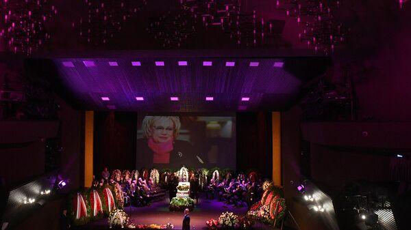 На церемонии прощания с художественным руководителем Московского театра Современник Галиной Волчек