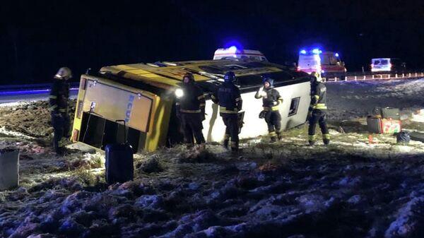 Последствия ДТП с участием автобуса фирмы Ecolines на 30-м километре шоссе Таллин - Нарва