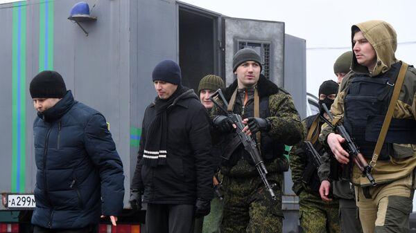 Представители ДНР и граждане Украины, удерживаемые на территории ДНР и ЛНР,