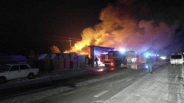Пожар в магазине с пиломатериалами на станции Минино Красноярского края