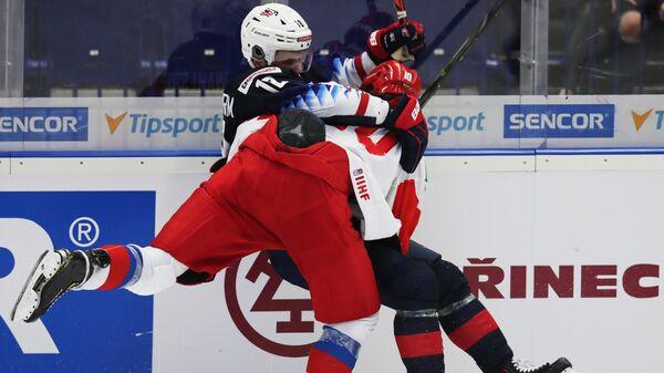 Игровой момент матча МЧМ Россия - США
