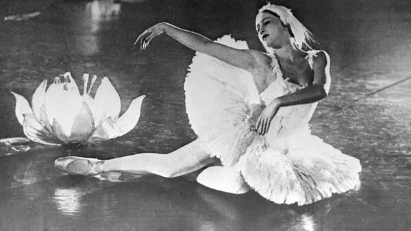 Балерина Галина Уланова исполняет Танец умирающего лебедя Сен-Санса, 1956 год