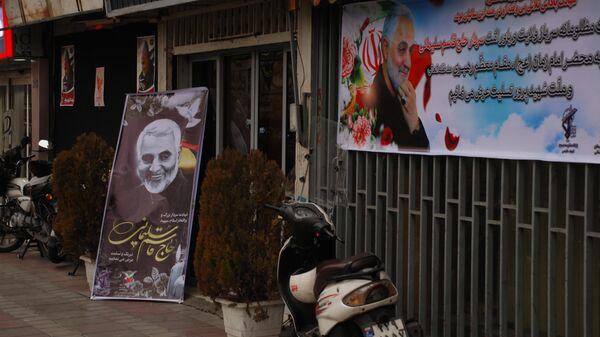 Изображения и плакаты генерала КСИР Касема Сулеймани на улицах Тегерана