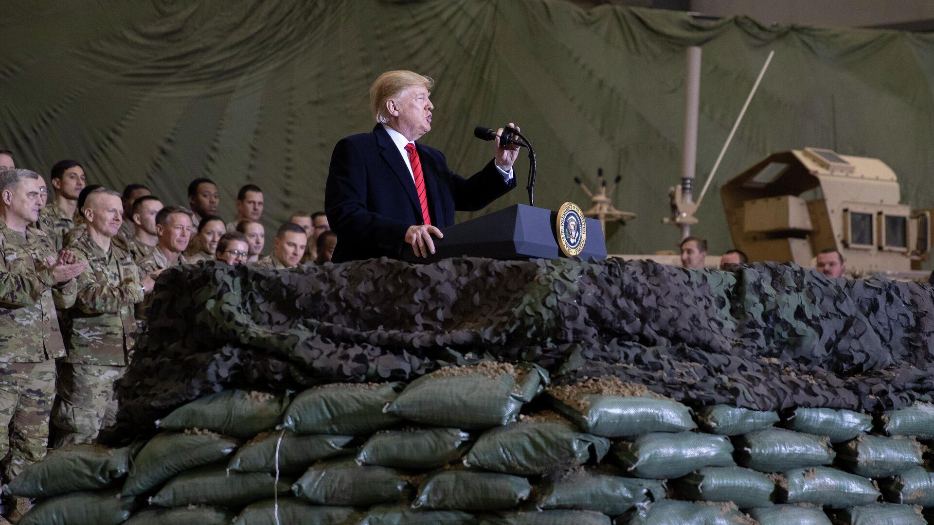 Президент США Дональд Трамп беседует с военнослужащими в Афганистане - РИА Новости, 1920, 09.09.2020