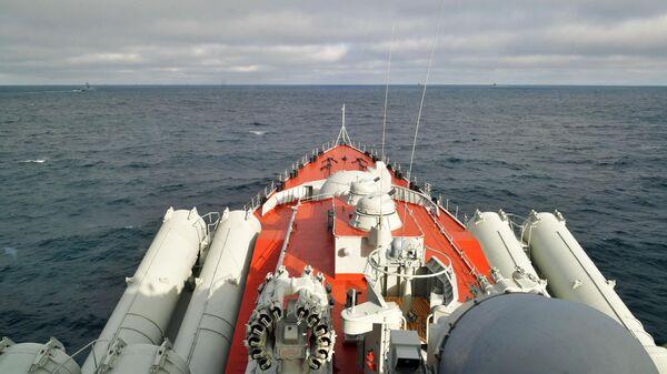 Ракетный крейсер Маршал Устинов во время учений