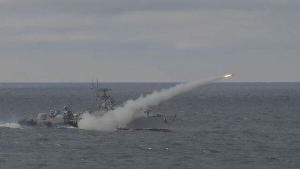 Владимир Путин на военных учениях в Крыму