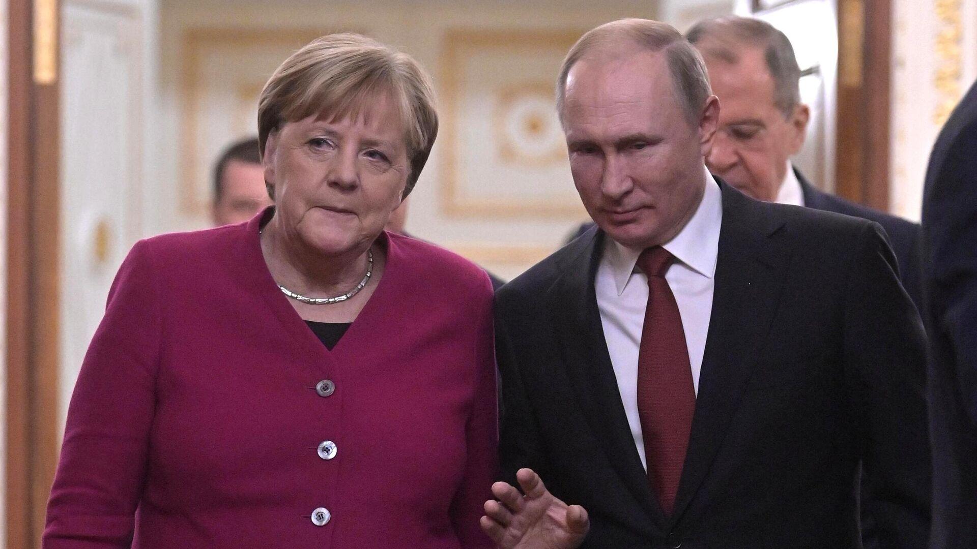 Президент РФ Владимир Путин и федеральный канцлер Германии Ангела Меркель перед совместной пресс-конференцией по итогам встречи - РИА Новости, 1920, 30.07.2021
