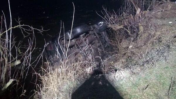 Автомобиль съехал в реку с селе Вишневое, Днепропетровской области, Украины. 12 января 2019