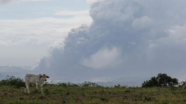 Извержение вулкана Тааль недалеко от Манилы на Филиппинах. 13 января 2020
