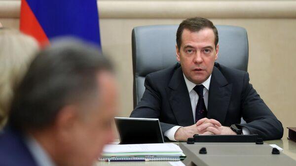 Председатель правительства РФ Дмитрий Медведев проводит совещание с вице-премьерами
