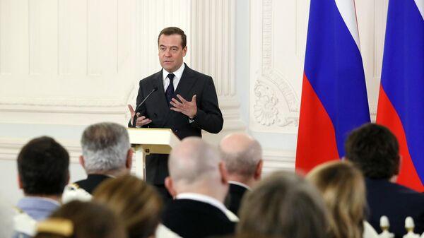 Председатель правительства РФ Дмитрий Медведев выступает на церемонии вручения премии правительства в области СМИ