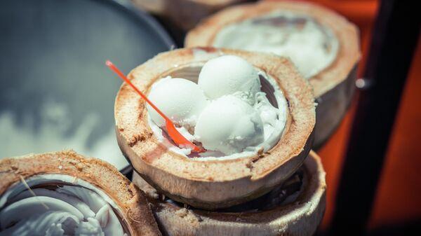 Мороженое в кокосе