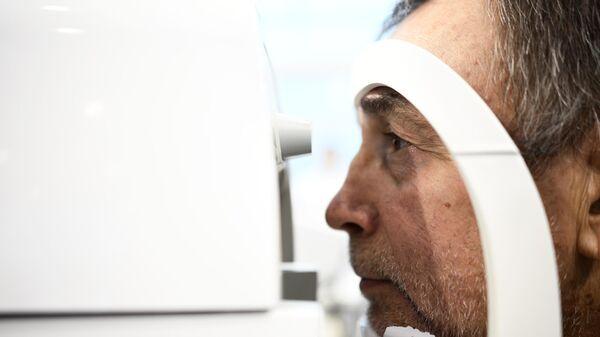 Аппарат для проверки зрения на выставке в рамках XVIII Ассамблеи Здоровая Москва