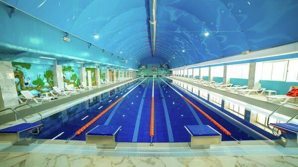 Плавательный бассейн на территории спортивно развлекательного комплекса Анжи Арена