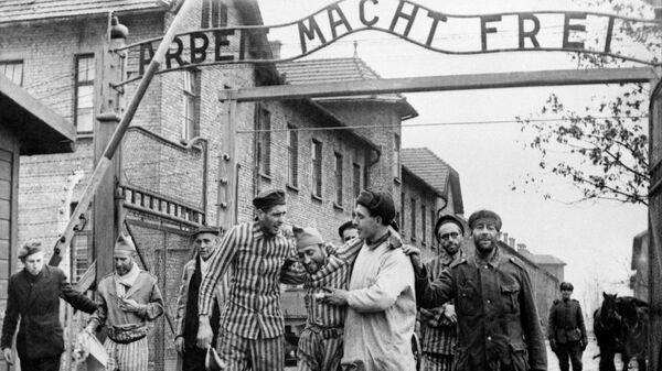 Освобождение советскими войсками узников немецко-фашистского концлагеря Аушвиц-Биркенау - Освенцим (Польша)