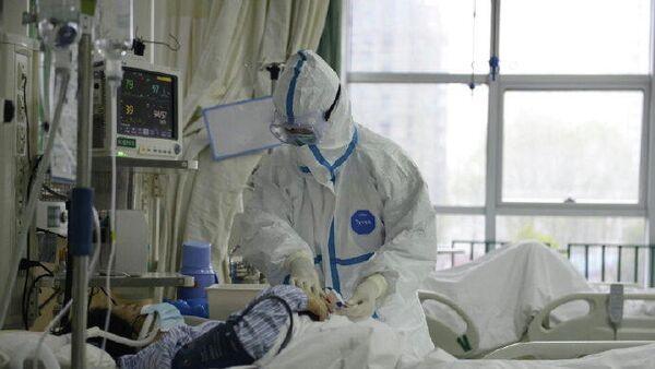 Сотрудник центральной больницы города Ухань и пациент