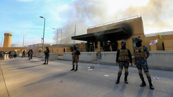 Иракские военные у посольства США в Багдаде