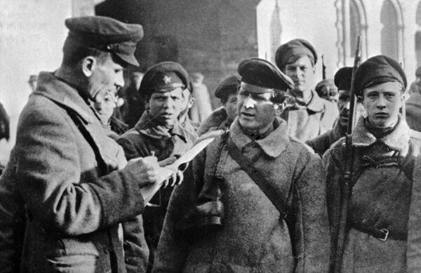 Чекисты Дзержинского получают очередное боевое задание