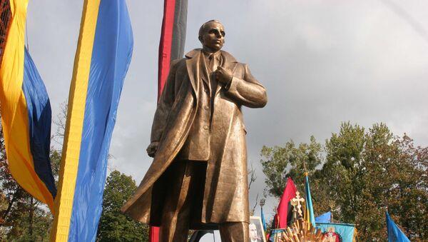 Памятник С. Бандере во Львове. Архив