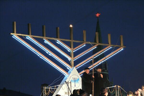 Еврейский праздник Хануку встретят в Москве тысячами огней