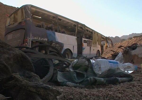 Автобус выехал за пределы трассы и перевернулся вблизи курортного города Дахаб