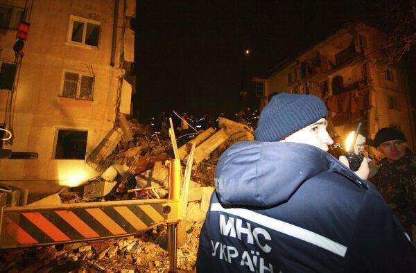 Взрыв бытового газа обрушил два подъезда в жилом доме в Евпатории