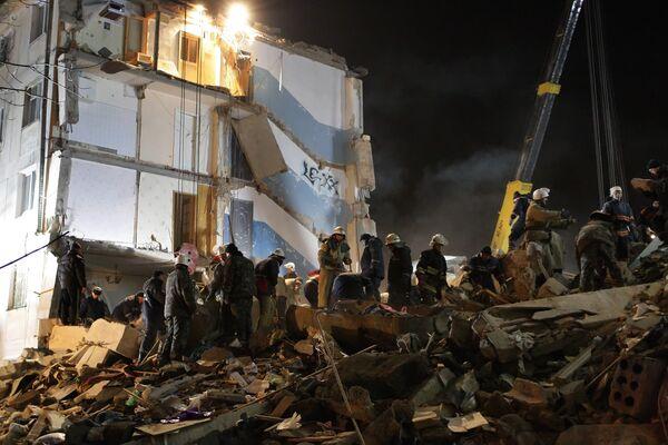 В Евпатории в результате взрыва разрушены два подъезда жилого дома