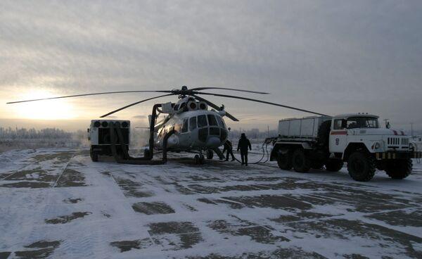 Вертолет МЧС РФ перед вылетом. Архив