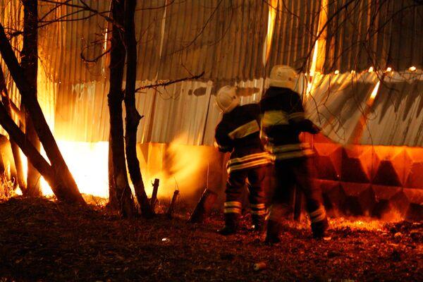 Пожар на складе с кормами для животных в Москве ликвидирован - МЧС