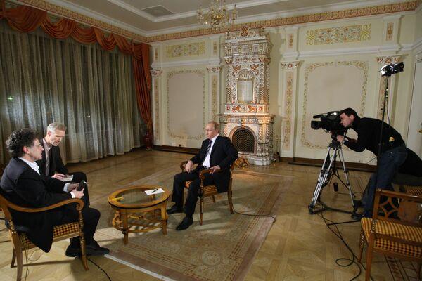 Премьер-министр РФ Владимир Путин дал интервью немецкому телеканалу ARD