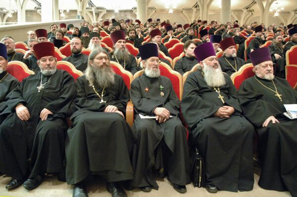 Перемен в церковном руководстве ждали с самого дня избрания нового Патриарха Московсого и всея Руси Кирилла в конце января.