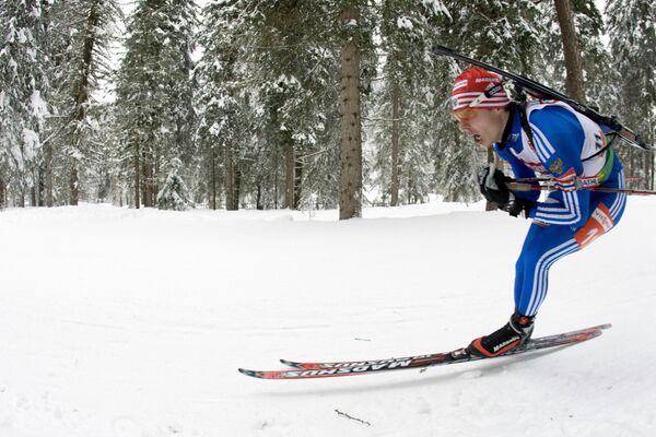 Евгений Устюгов во время спринта на шестом этапе Кубка мира по биатлону