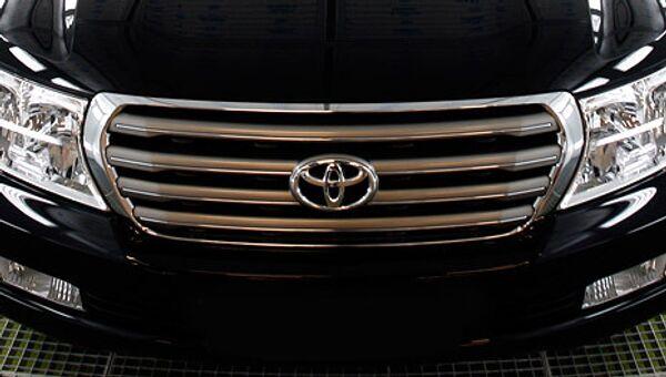 Автоконцерн Toyota остановит на три дня почти все заводы в Японии