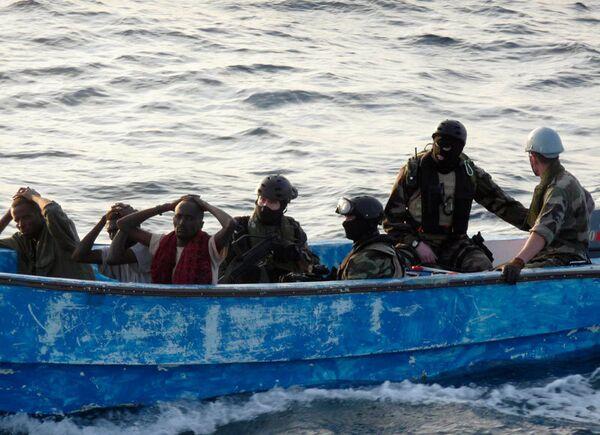 Принадлежащий греческой компании танкер Nipayia под панамским флагом был захвачен пиратами накануне в 480 километрах от берегов Сомали