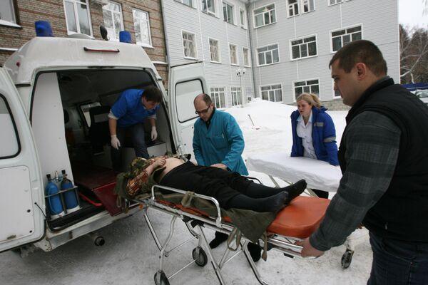 Автомобиль врезался в людей на автобусной остановке на западе Москвы. О числе и состоянии пострадавших пока не сообщается.
