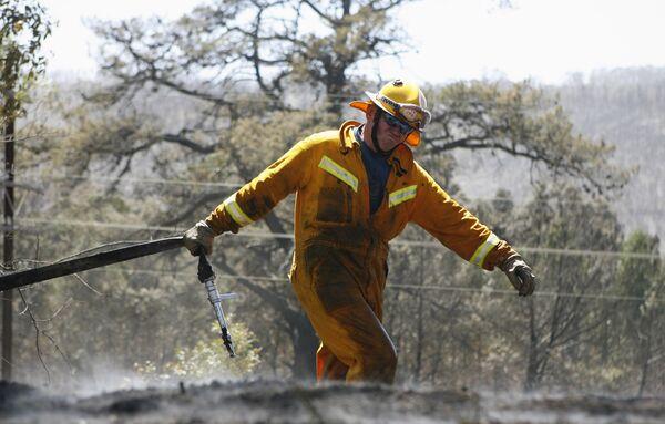 Пожарный на ликвидации лесных пожаров в Австралии