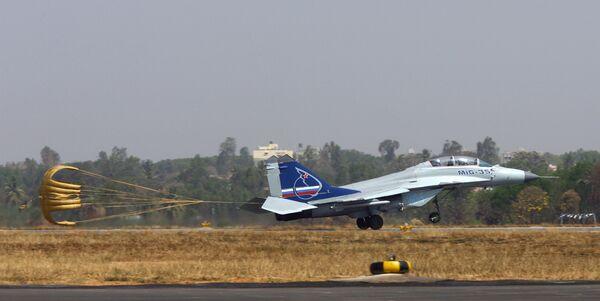 На авиасалон Aero India-2009, который открывается в Бангалоре, российский авиапром возлагает особые надежды