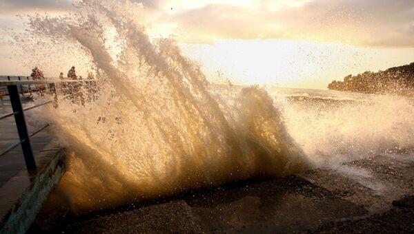 Ураган Рик у побережья Мексики стал опаснее