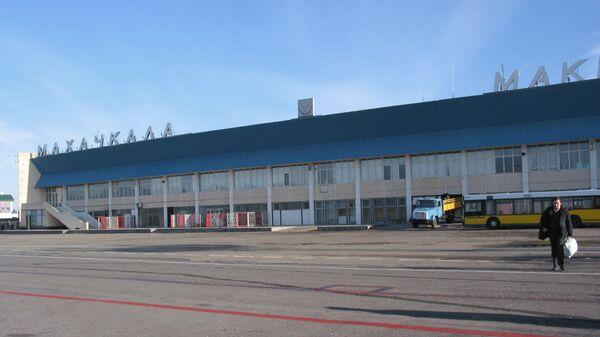 Самолет Ту-154 благополучно приземлился в аэропорту Дагестана