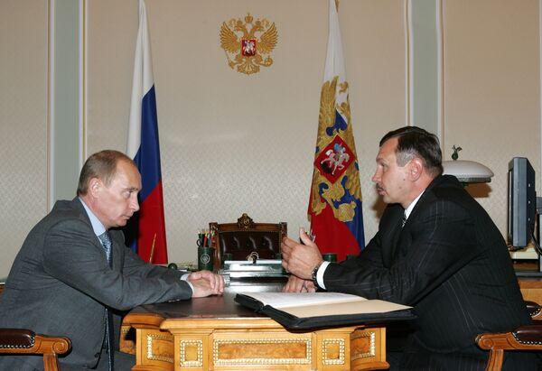 Президент Дмитрий Медведев в этот понедельник досрочно отправил в отставку губернатора Ненецкого автономного округа Валерия Потапенко. Архив